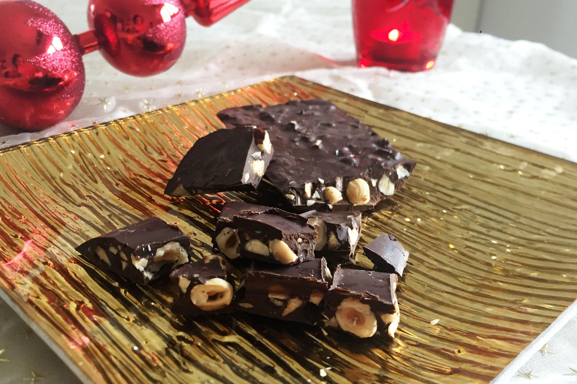 Turrón de chocolate y avellana especiado.